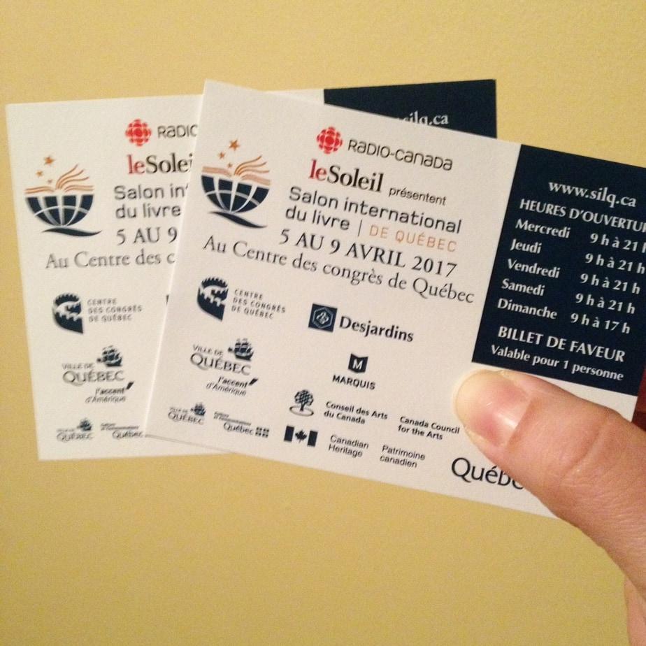 Les deux billets pour le concours pour le Salon international du livre de Québec.